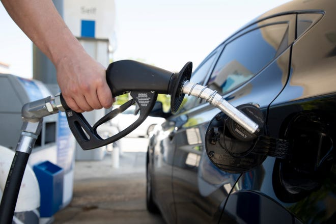 Gas prices across Florida have continued their decline, dropping 8 cents in the last month, to the lowest daily average in two months.