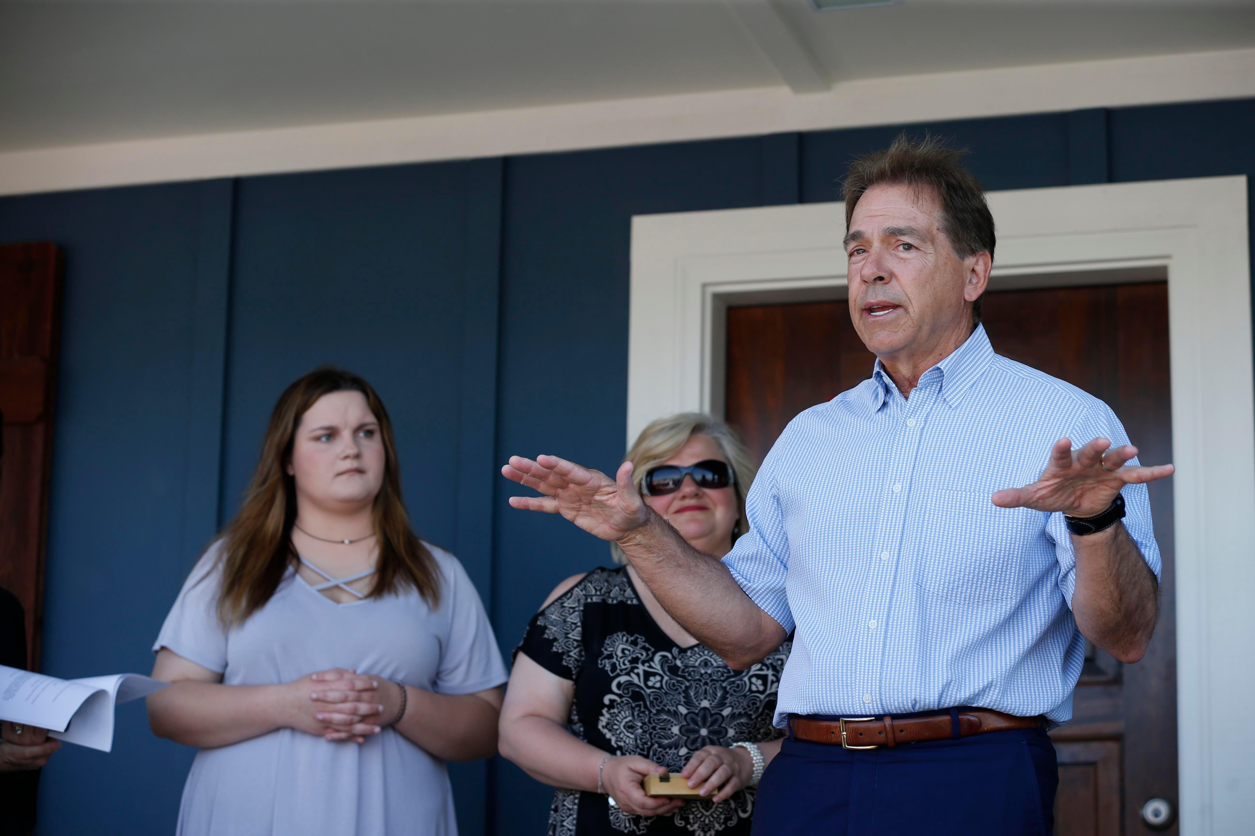 Opinion: Alabama's Nick Saban uses elder statesman status while avoiding political drama