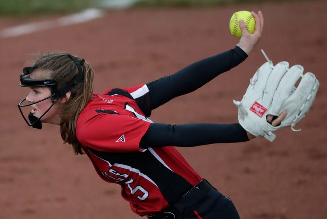 Hortonville's Hannah Meshnick delivers a pitch against Appleton North during a Fox Valley Association softball game in 2019.