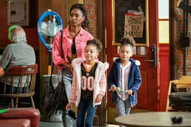 """Shanola Hampton as Veronica Fisher with the twins in the """"Shameless"""" finale on Showtime."""