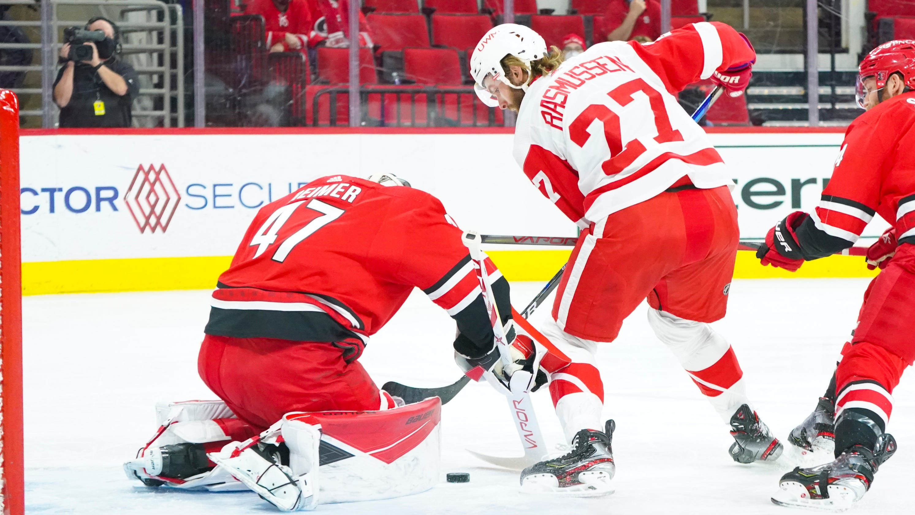 Detroit Red Wings find offense right after big trade, win, 3-1, at Carolina Hurricanes