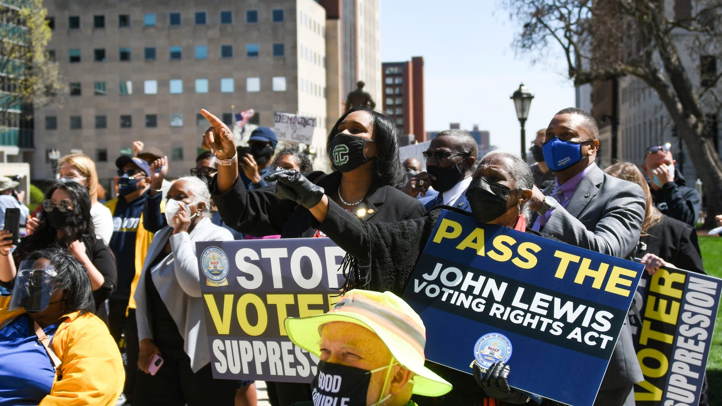 D49a1a72-ea60-491e-a88a-af30fe2234d4-rally_to_support_voting_rights__end_voter_suppression_in_lansing002