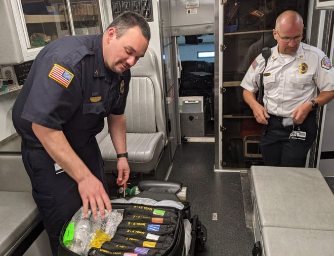 Mike McGinnis, left, Sandusky County EMS captain and Jeff Jackson, right, Sandusky County EMS director, show off the new Handtevy kit used to save children having pain or breathing issues.