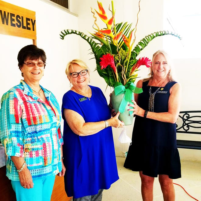 Dale DeFeo, District IX chairman, with Sara Wolf, past president and Susan Neustadt, new president.