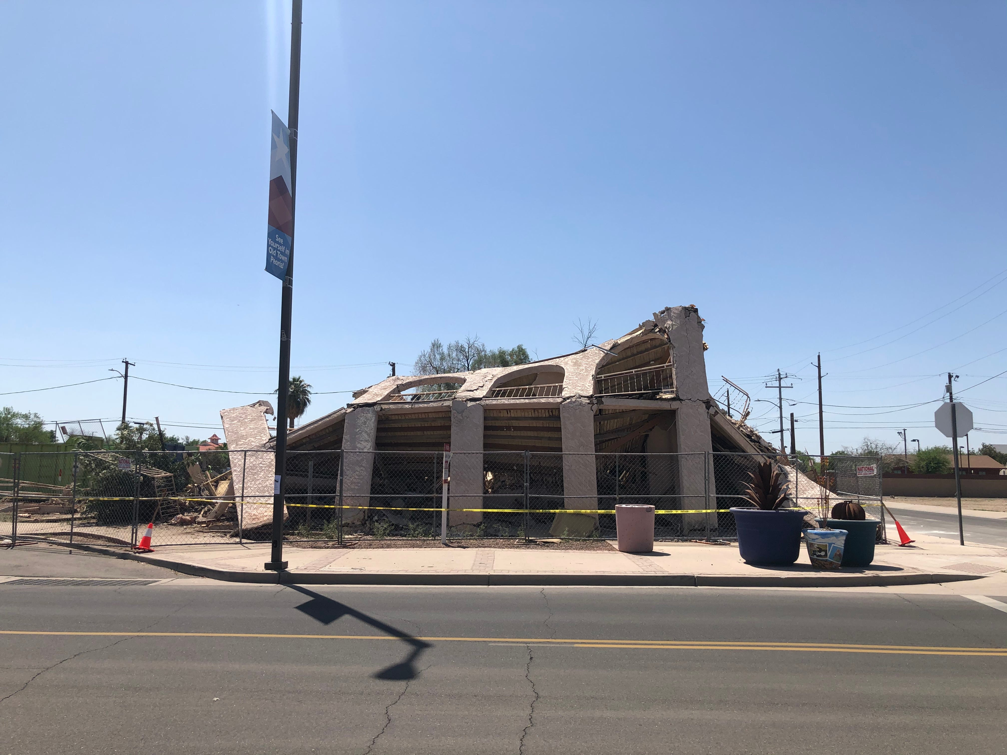 103-year-old Edwards Hotel in Peoria demolished