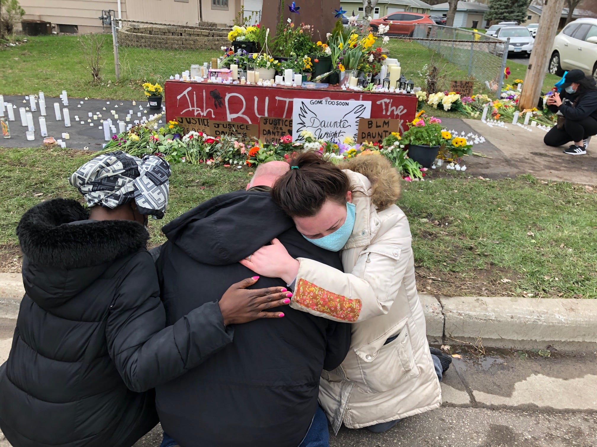 Daunte Wright shooting: Protesters clash with police, call for justice; Brooklyn Center community and nation pay respects