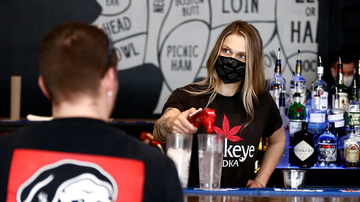 Retail, restaurants consider reinstating mask requirements for customers