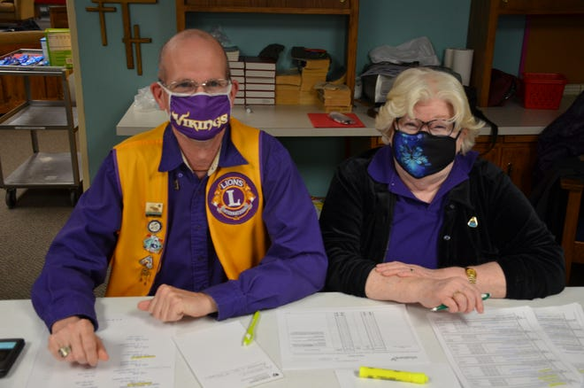 Lions members Duane Anderson and JoAnn Swanson volunteer at the blood drive