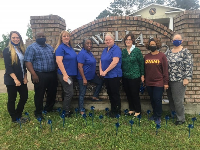 Mayor Carolyn Todd joined forces with CASA of West CenLA to stand against child abuse by taking part in National Child Abuse Awareness Month.