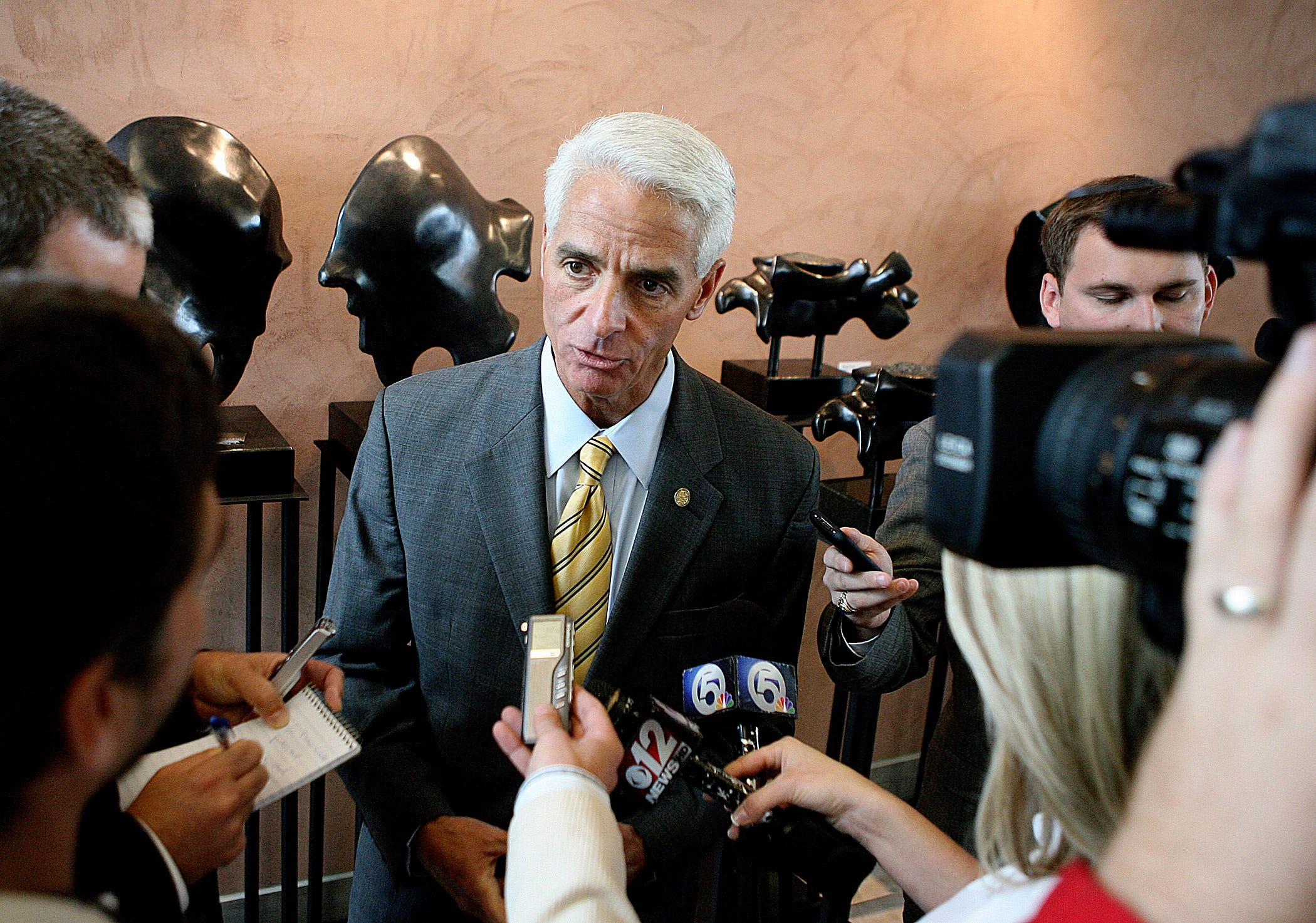 Florida congressman Charlie Crist expected to announce bid for governor next week 2