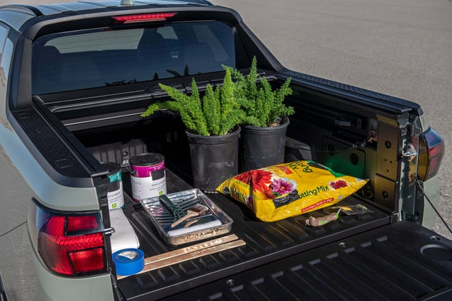 The 2022 Hyundai Santa Cruz has a small bed aimed at mulchers and outdoors-folks more than wood-toting home builders.