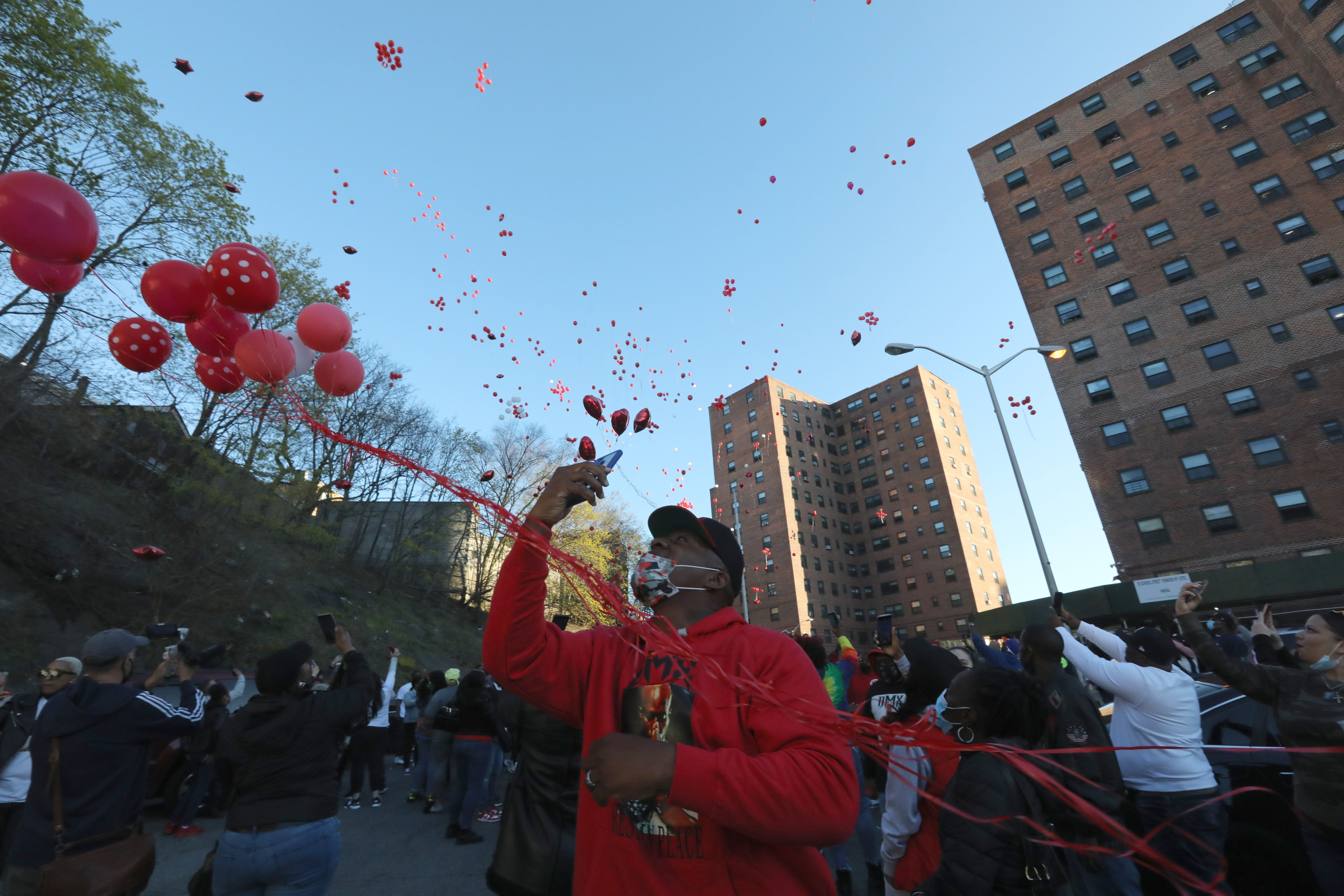 DMX s hometown honors late rapper Earl Simmons with candlelight vigil