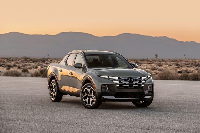 The 2022 Hyundai Santa Cruz, a combination SUV-pickup.