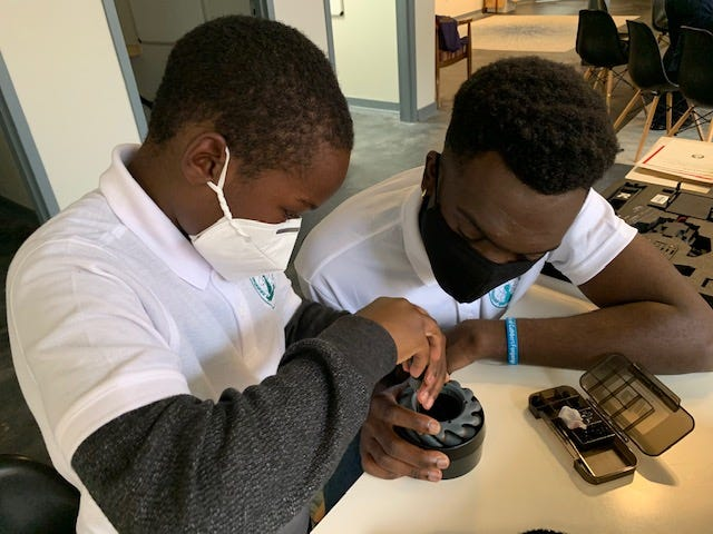 University of Georgia Engineering student Cuthbert Fonjungo (right) works with Hilsman Middle School rising sixth-grade student Christopher Chatmon on a robot project as part of the Pawn Accelerator program. (Photo courtesy of Chess & Community)