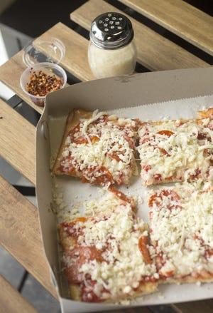 DiCarlo's Ohio Valley-style pizza