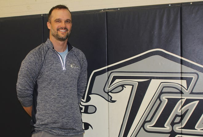 Jake Sottos has been tabbed as the man to replace Chuck Grant as coach of the Monmouth-Roseville boys basketball team.