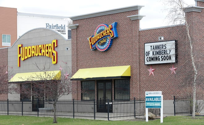 Tanners displays a soon to open sign on the outside of the former Fuddruckers building at 110 S. Nicolet Road Thursday, April 16, 2021, in Grand Chute, Wis. Dan Powers/USA TODAY NETWORK-Wisconsin