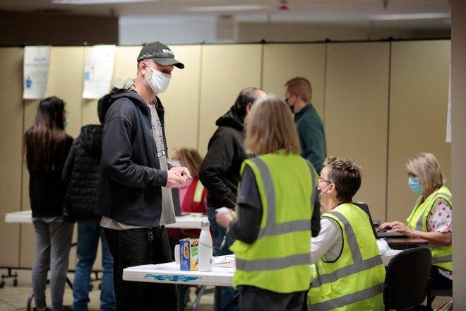 Community members arrive and register during a walk-up vaccine event at the Hamilton County Board of Elections in Norwood, Ohio, on Thursday, April 15, 2021.