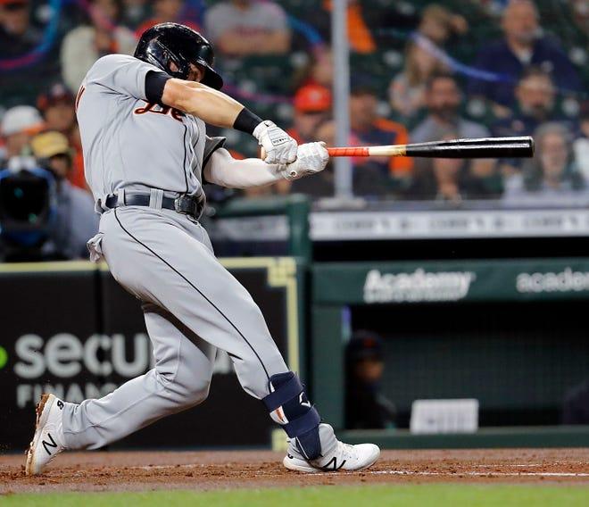 Robbie Grossman # 8 dari Detroit Tigers mencapai single RBI di inning kedua melawan Houston Astros di Minute Maid Park pada 14 April 2021 di Houston, Texas.