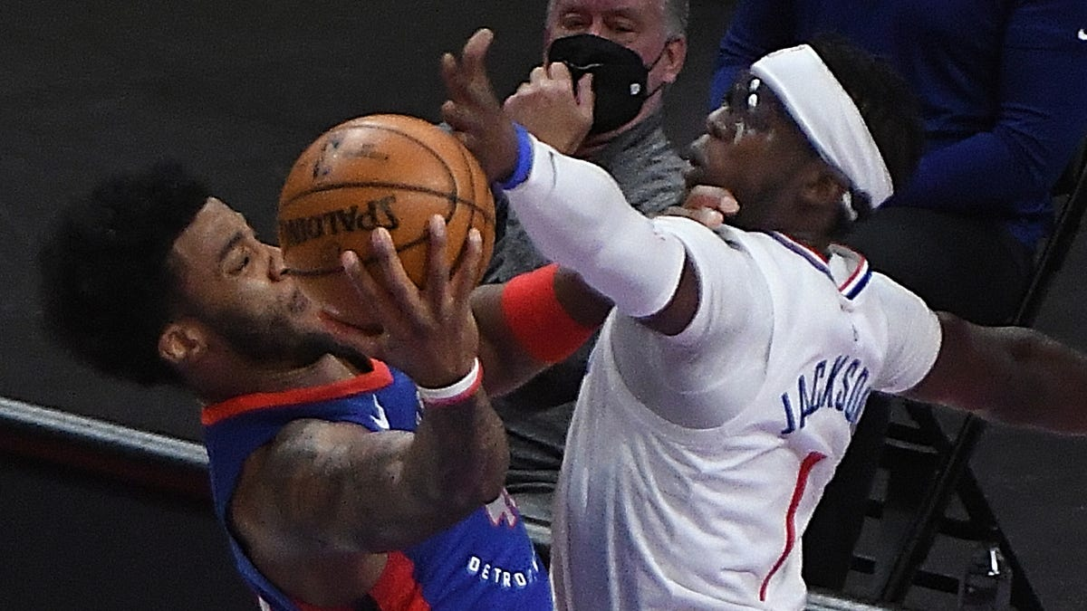 'We have to find the focus:' Former Piston Reggie Jackson hits game-winner; Pistons lose 100-98 to Clippers 1