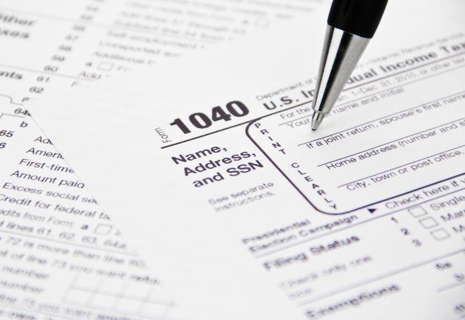 Foto del formulario de impuestos 1040 del IRS, cortesía de www.sraduateliving.org.