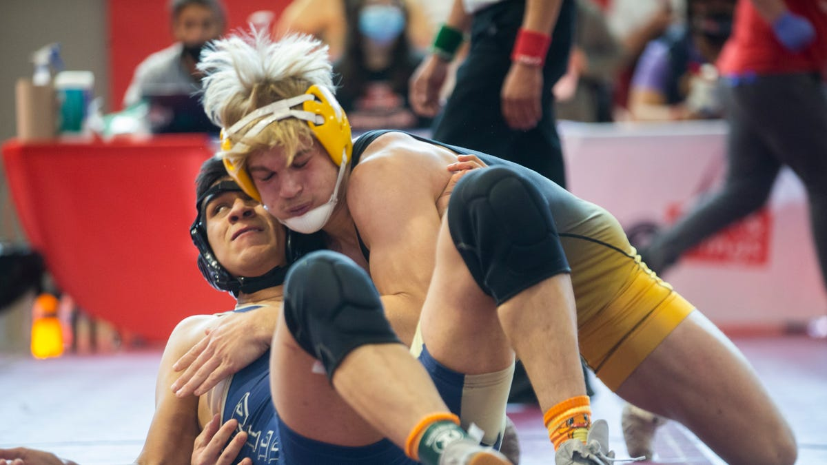 Randall grapplers sit in first after first day of Region I-5A meet