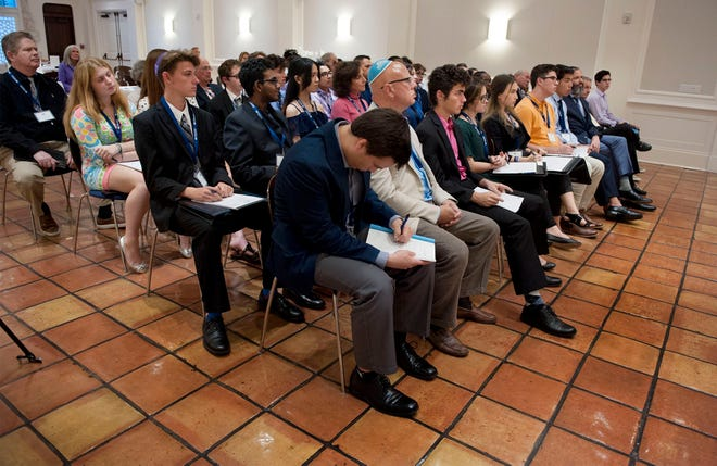 Students listen to Ronnie Heyman speak about leadership during The Solomon Leadership Program in 2019 at the Palm Beach Synagogue.