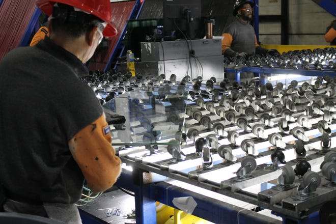 Manufacturing employment in Sarasota and Manatee counties was virtually unchanged between March 2020 and March 2021, according to the latest jobs report from the state released on  Friday.