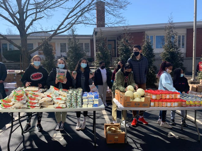 Students lend a hand Students in the Lexington High School Junior Class Council volunteer at the Middlesex Human Services Food Bank on March 20. (From left):  Elena Sabin, Dilaia Bahadir, Viveca Arumugam, Darren Tran and Alex Hristov.