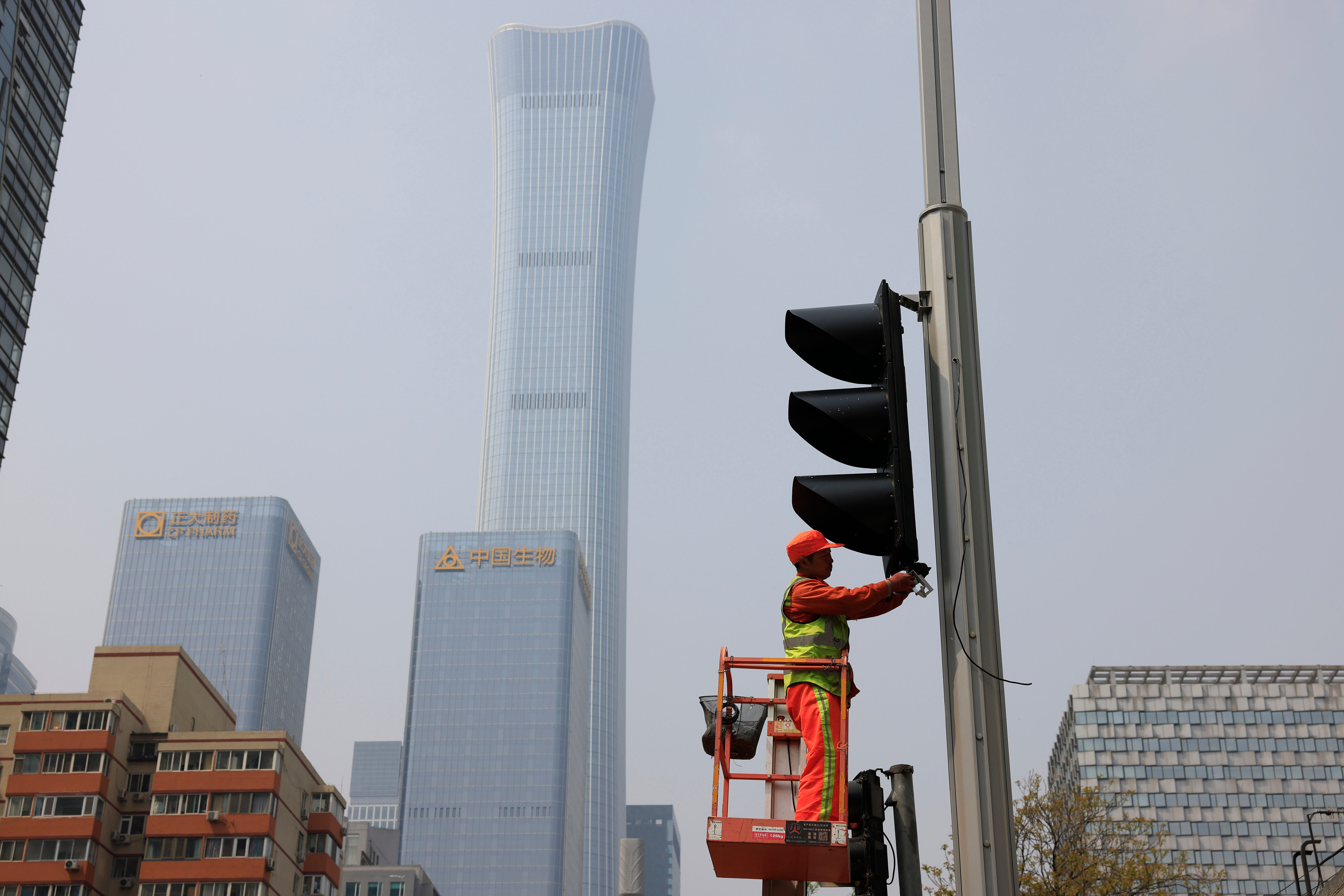 China's growth surges to 18.3% but rebound leveling off 1