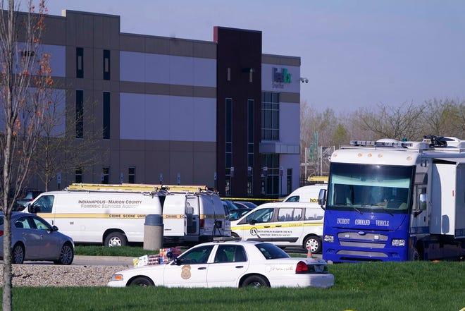 Kendaraan diparkir di lokasi di mana beberapa orang ditembak di fasilitas FedEx Ground Jumat pagi, 16 April 2021, di Indianapolis.