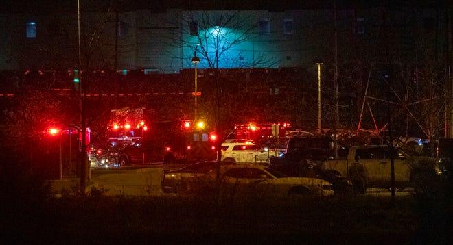 Adegan di luar fasilitas FedEx di Indianapolis di mana beberapa orang dilaporkan ditembak pada Kamis malam, 15 April 2021.