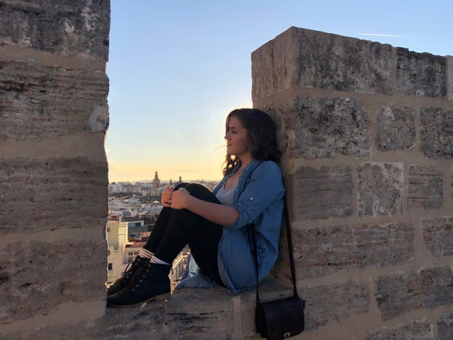 FSView staff writer Faith Matson poses while studying abroad in Valencia, Spain.