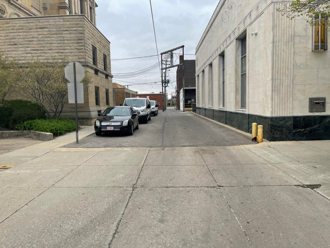 A view of the alleyway between the courthouse and the Prosecutor's Office from the front where the alley meets Center Street. After gaining approval from City Council and County Commissioners, this alley is now vacated for a proposed gated area for prisoner loading and unloading.