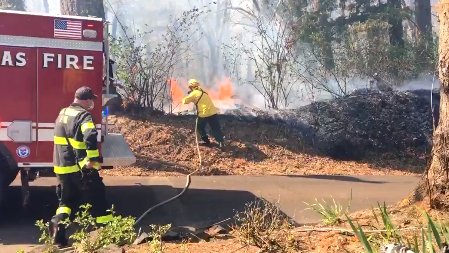 Brush fire prompts 'Go now' evacuations in Clackamas County