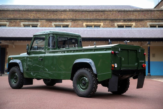 71834b1d-76bb-4096-b713-e5e326a0d31d-Prince_Philip_Land_Rover_03.JPG