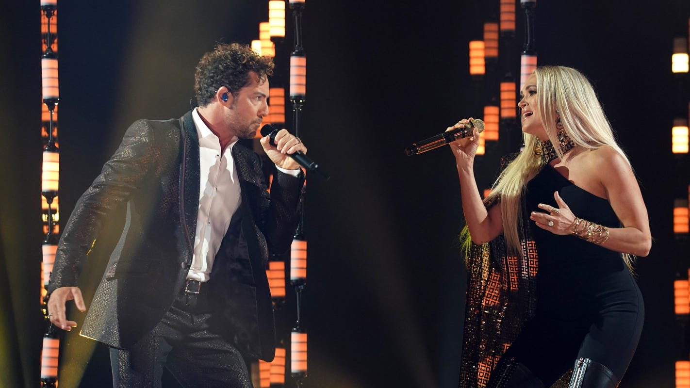 Latin American Music Awards: Bad Bunny takes home 5 awards; Carrie Underwood steals the show with David Bisbal