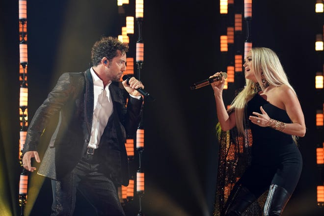 "David Bisbal, left, and Carrie Underwood put on an amazing performance of their bilingual duet ""Tears of Gold"" for the first time on television."
