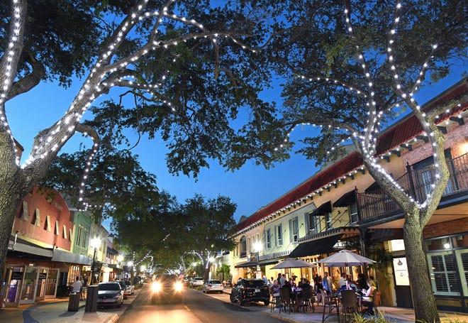 Downtown Bradenton restaurants and bars are buzzing.