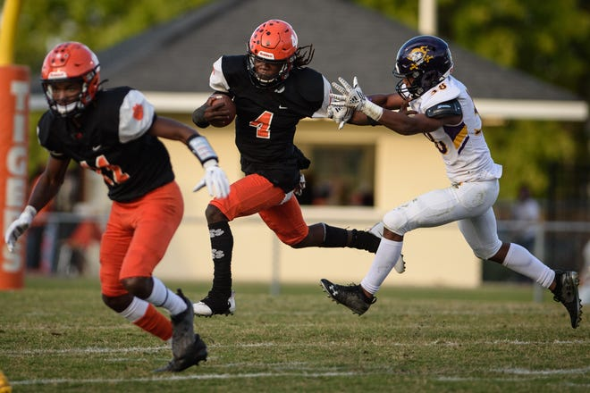 Following the departure of Matthew Pemberton, Raheem Baldwin (4) was tasked with taking over as South View's primary running back in 2021. So far, so good for the senior, who has 750 yards and five touchdowns this spring.