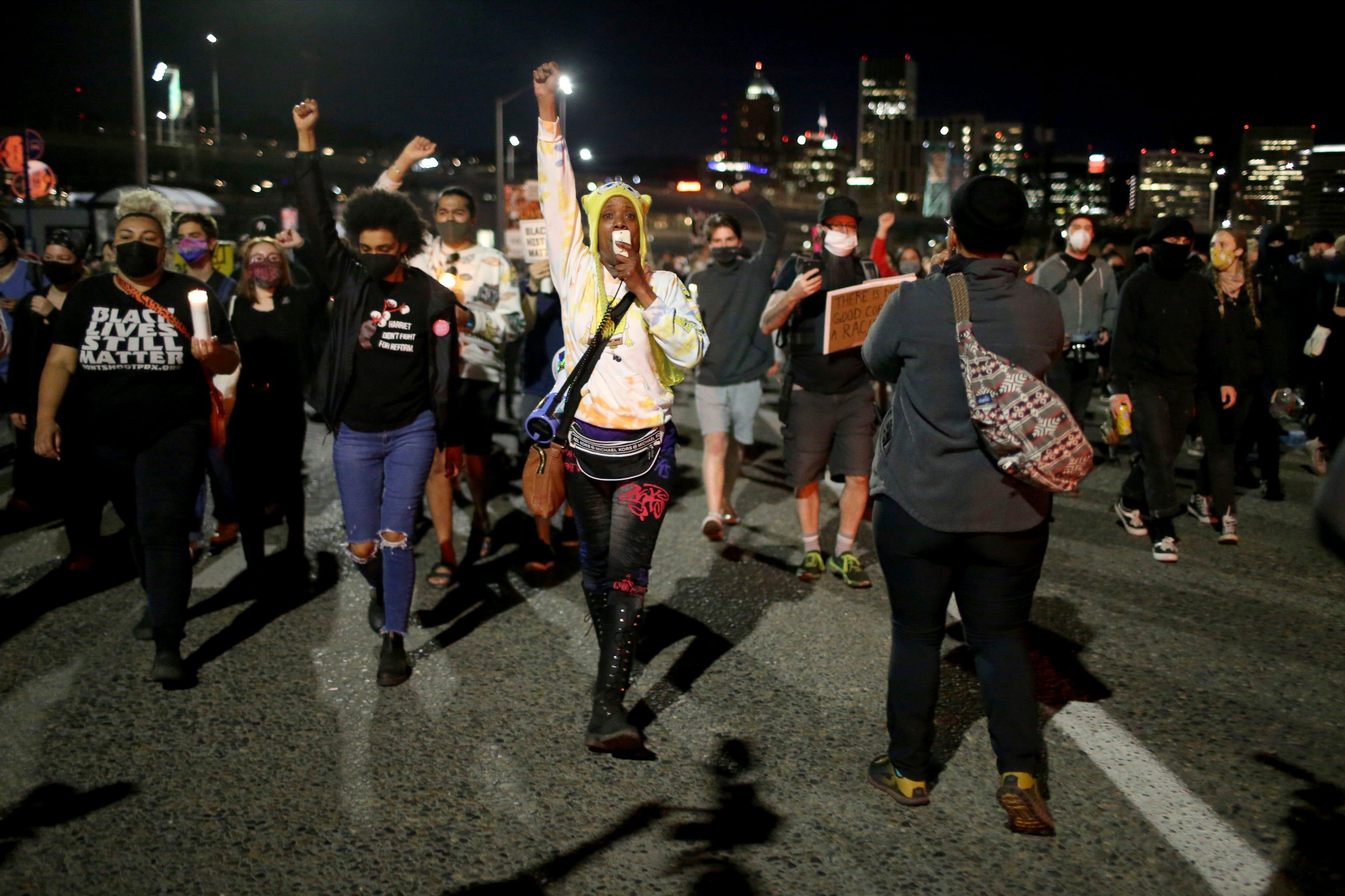 Riot declared after Portland protesters burglarize businesses, set fires 1