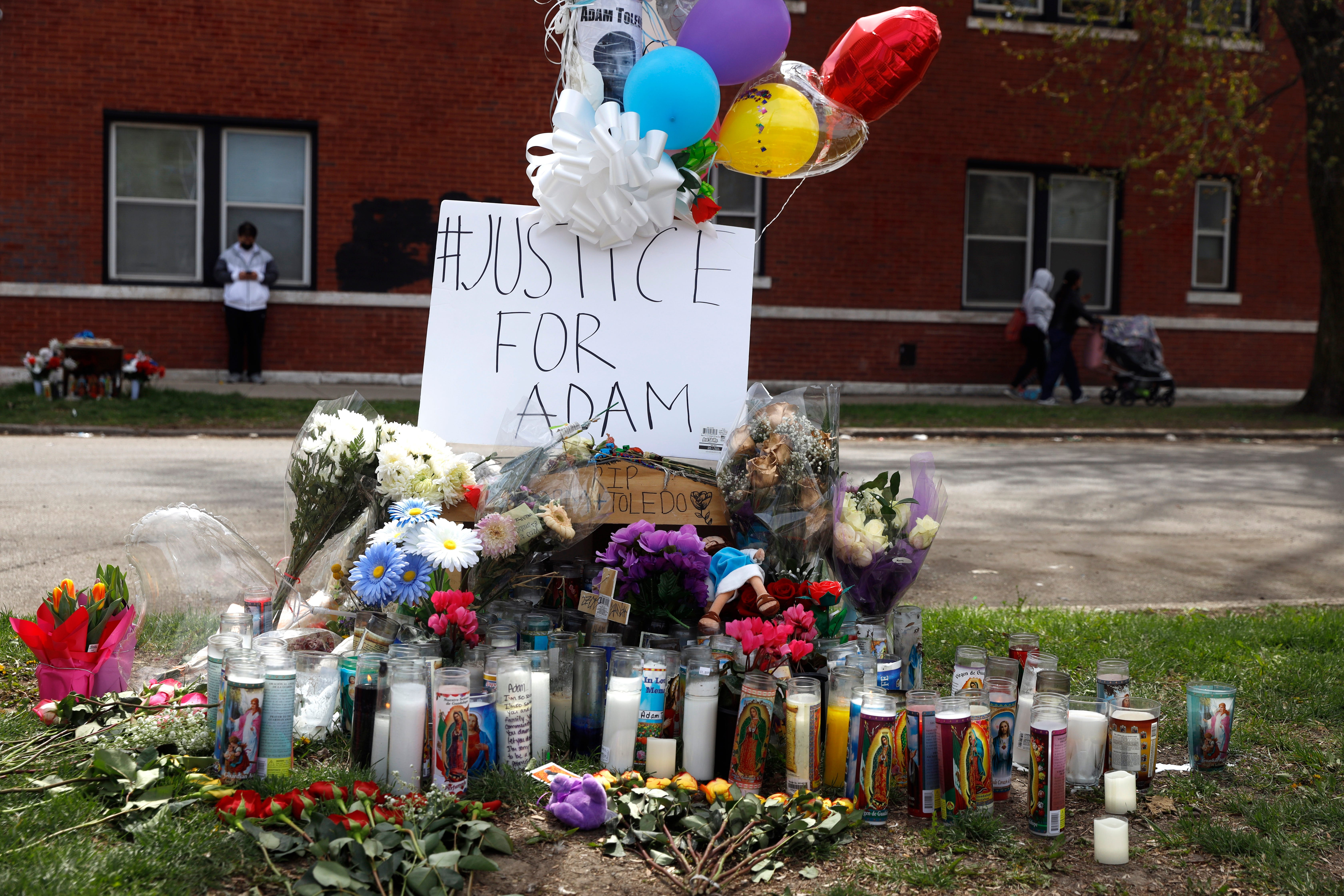 Chicago police critics call for charges in shooting of boy 1