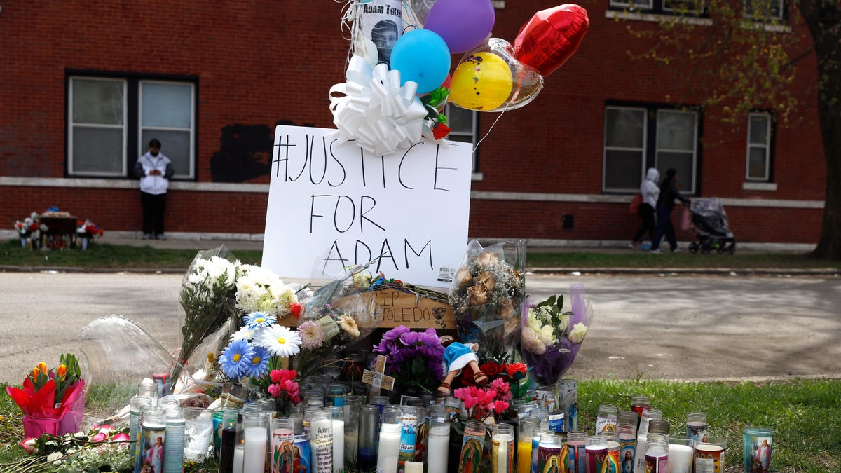 Chicago police critics call for charges in shooting of boy 2