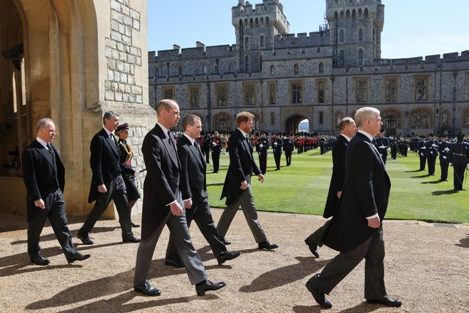 WINDSOR, ENGLAND - APRIL 17: Prince Andrew, Duke of York, Prince Edward, Earl of Wessex, Prince William, Duke of Cambridge, Peter Phillips, Prince Harry, Duke of Sussex, Earl of Snowdon David Armstrong-Jones and Vice-Admiral Sir Timothy Laurence follow Prince Philip, Duke of Edinburgh's coffin during the Ceremonial Procession  during the funeral of Prince Philip, Duke of Edinburgh at Windsor Castle on April 17, 2021 in Windsor, England. Prince Philip of Greece and Denmark was born 10 June 1921, in Greece. He served in the British Royal Navy and fought in WWII. He married the then Princess Elizabeth on 20 November 1947 and was created Duke of Edinburgh, Earl of Merioneth, and Baron Greenwich by King VI. He served as Prince Consort to Queen Elizabeth II until his death on April 9 2021, months short of his 100th birthday. His funeral takes place today at Windsor Castle with only 30 guests invited due to Coronavirus pandemic restrictions. (Photo by Chris Jackson/WPA Pool/Getty Images) ORG XMIT: 775644078 ORIG FILE ID: 1312971306