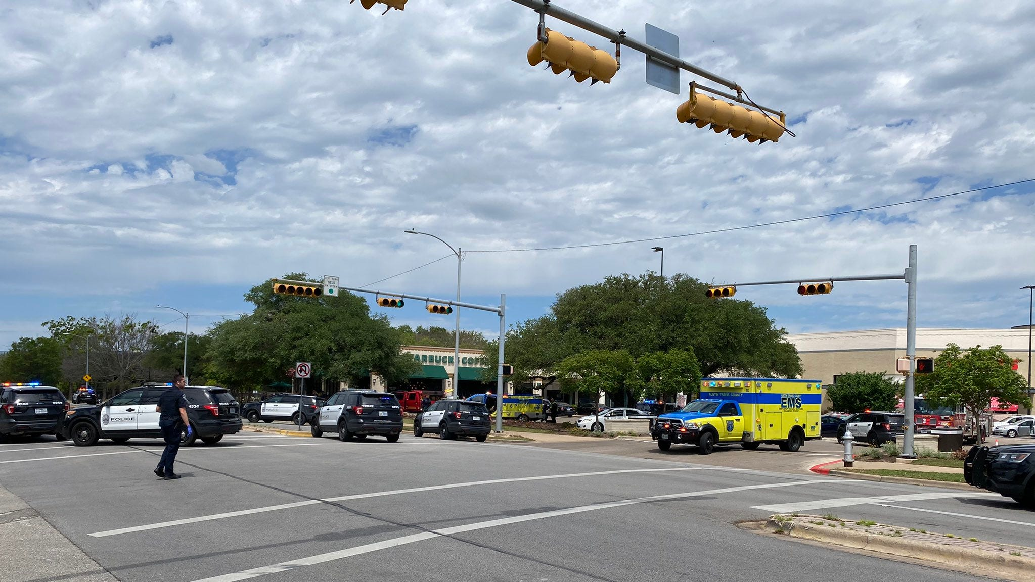 'Danger remains high': 3 dead in Austin shooting spree near The Arboretum shopping center; manhunt for suspect underway