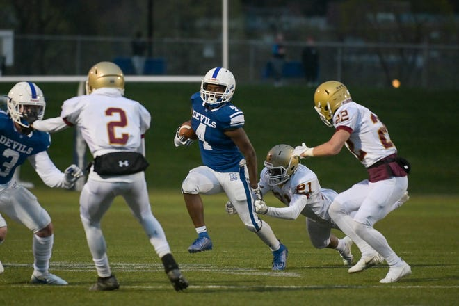 Leominster's Vo'shon Dixon breaks through an open gap on the run against Doherty.