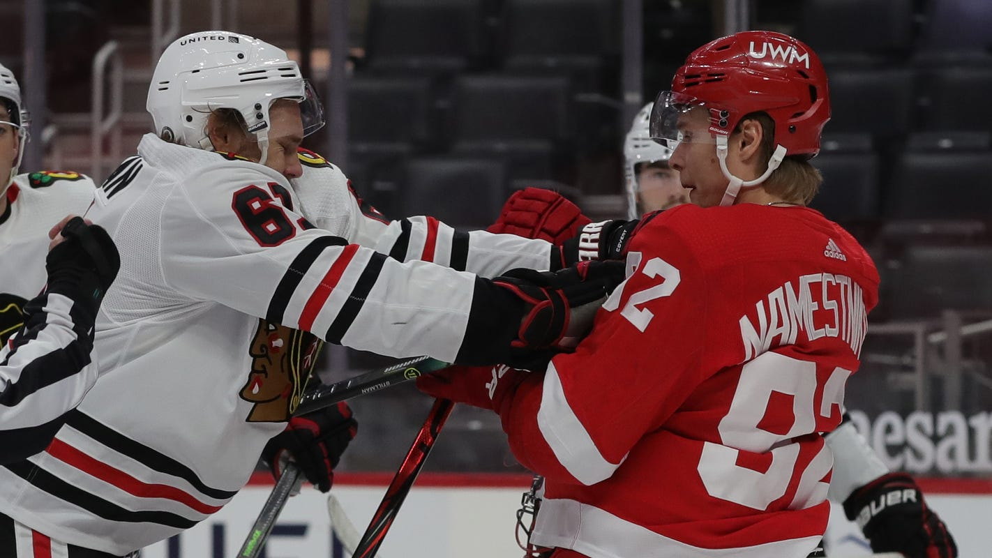 Detroit Red Wings can't hit on power plays, blanked, 4-0, in final game with Chicago