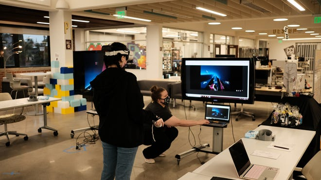 At the Innovation Hub, students got the chance to participate in virtual reality video games during FSU's Catch a Break Week.