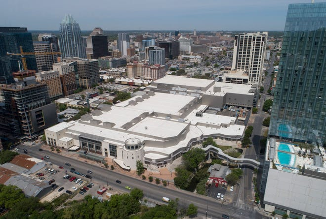 Austin is pulling the plug on plans to buy property west of the convention center as part of the expansion of the city-owned facility.