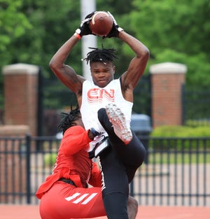 Travis Hunter snags a touchdown pass during a 7-on-7 game on Saturday.